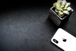 apple device background black background 1069798 300x200 - apple-device-background-black-background-1069798